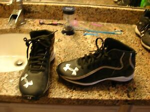 UNDER ARMOUR BOYS SIZE 3Y SOCCER SHOES IN GREAT SHAPE