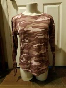 NEW PINK by VICTORIA#x27;S SECRET PINK CAMOUFLAGE LONG SLEEVED TOP X SMALL