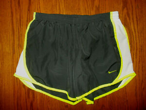 NIKE DRI FIT BLACK ATHLETIC RUNNING SHORTS WITH LINER GIRLS XL EXCELLENT COND. $0.99