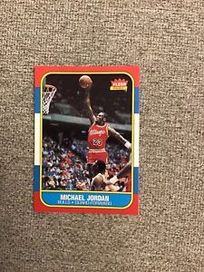 CHICAGO BULLS MICHAEL JORDAN 1986 FLEER ROOKIE CARD MINT #57 GREAT LOOKING CARD