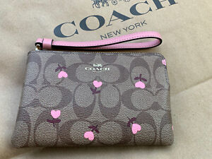 COACH Wristlet Signature Brown Heart Floral Valentine's Day Bag Clutch NWT