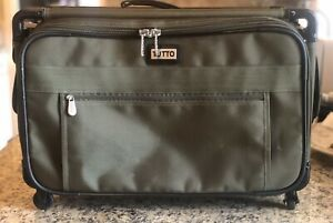 Tutto 22quot; Maximizer Carry On Suiter Luggage 4022GST Fatigue Gently Used $49.99