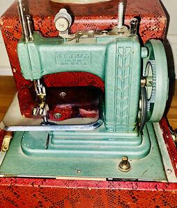 Vintage BETSY ROSS Child Mini Sewing Machine w case GIBRALTAR 707 WORKS GREAT $60.00