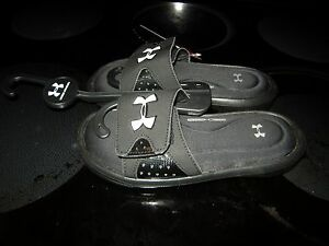 Brand New Boys Black Under Armour Ignite Sandals Size 3