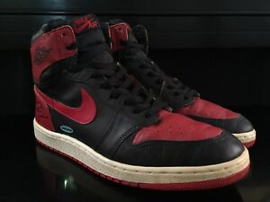 SIGNED ORIGINAL 1985 NIKE AIR MICHAEL JORDAN ROOKIE SHOES BANNED BRED UDA AUTO 1