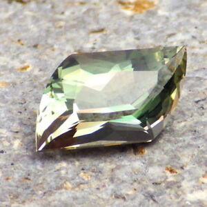 GREEN-TEAL-PEACH MULTICOLOR MYSTIQUE OREGON SUNSTONE 2.77Ct FLAWLESS-RARE GEM!