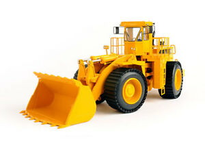 Classic Construction Models CAT 992C Wheel Loader. Beadless Tires Closed Edition