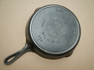 GRISWOLD NO. 8 CAST IRON SKILLET 704H WITH HEAT RING SLANT LOGO Clean and Flat