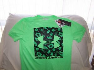 Boys Under Armour Green BIG LOGO LUCKY Short Sleeve Shirt Large LOOSE FIT NWT