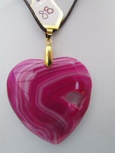 A PEACHBLOW DRUZY GEODE AGATE HEART PENDANT ON A WAXED CORD NECKLACE. 88 . GBP 6.00