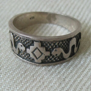 STERLING SILVER RING WITH TWO WIGGLY SNAKES CENTRAL MANDALA SIZE 8 1 2 NEPAL $12.00