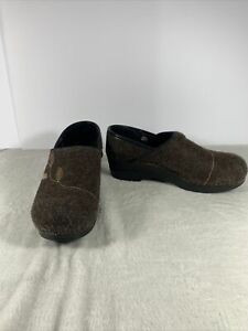 Dansko Brown Wool Leaf Embroidered Professional Nursing Mules Clogs Womens 39