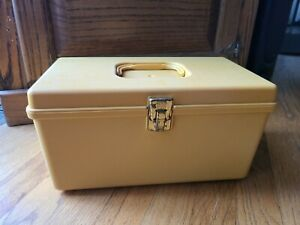 Vintage Wil hold Wilson Mfg Corp Plastic Sewing Box USA $24.00