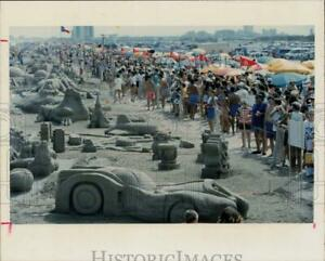 Press Photo Crowd Views Selection of Sand Sculptures Roped Off at Beach $15.88