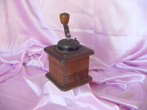 VINTAGE OLD TABLE TOP WOOD COFFEE GRINDER MACHINE GOOD WORKING CONDITION $14.95
