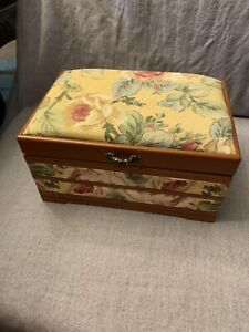 Vintage Sewing Basket Organizer Caddy Padded Tapestry W Collection Of Buttons $20.00
