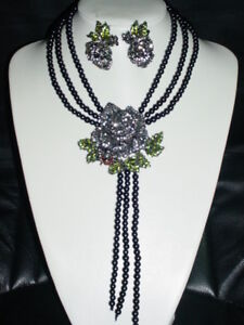 3D ROSE W.BEE BLACK SIMULATED PEARL NECKLACE & EARRING SET