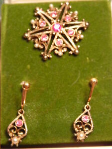 Colorful boxed pin with earrings by quot;Antique Reproductionsquot; $7.50