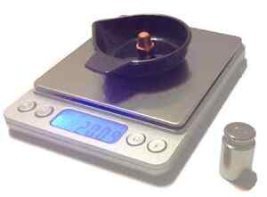 RELOADING DIGITAL SCALE LARGE BASE 750GN WCALIBRATION WEIGHT AND 5 PANS