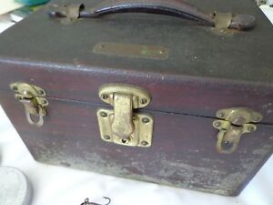 VINTAGE CUSTOM MADE HARD WOOD TACKLE BOX WOLD & ASSORTED NAMED LURES & GEAR