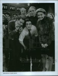 1993 Press Photo Faith Ford John Hostetter and cast of Murphy Brown on CBS.