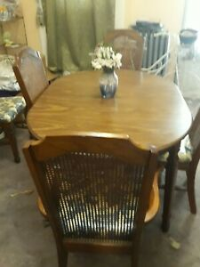 Beautiful Formal dining Room set Table 7 chairs Wooden Blue Floral Seated Print