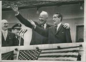 1960 Press Photo Presidents Eisenhower and Mateos Wave to Crowds in Mexico