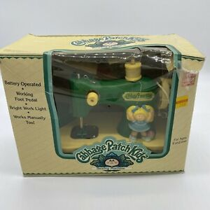 VINTAGE CABBAGE PATCH KIDS SEWING MACHINE With Box Untested Free Shipping $34.97