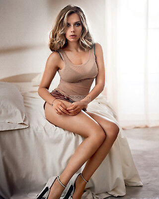 ACTRESS SCARLETT JOHANSSON - 8X10 PUBLICITY PHOTO AZ526