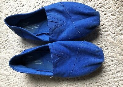 TOMS Womens Blue Slip On Flats Shoes Size 6