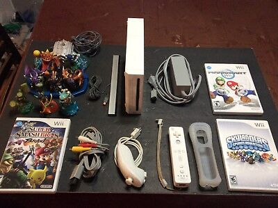 Nintendo Wii  White Console with Games-
