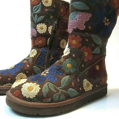 Ugg Wahine Floral Embroidered Boots Womens Size 6 US Limited Edition MINT 5514
