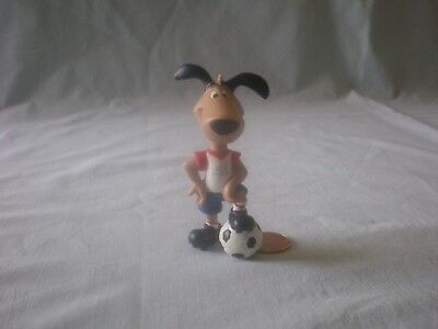 FIFA 1994 WORLD CUP USA MASCOT STRIKER THE DOG PVC FIGURE IN SOCCER UNIFORM
