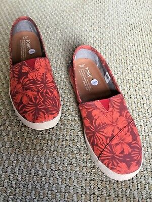 Toms Ladies Shoes Avalon Red Canvas Hibiscus Slip On Flats Size 8 Brand New
