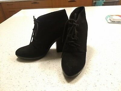 Steve Madden Jayson Bootie Lace Up Suede Heels 8 black pointed toe boots ankle