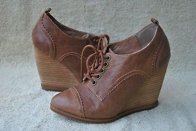 Aldo Oxford Wedge Heels Size 36 Brown Leather Lace Up  Euc Textured Leather