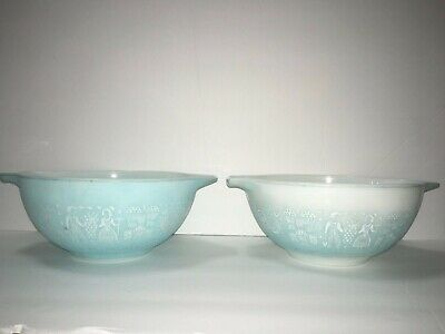 2 Pyrex Turquoise Amish Butterprint Cinderella Mixing Bowls 1-5 qt 442 AS IS