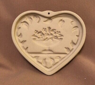 1999 Pampered Chef Come To the Table Heart Cookie Mold