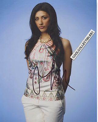 RESHMA SHETTY ROYAL PAINS  IN PERSON SIGNED 8X10 COLOR PHOTO 1