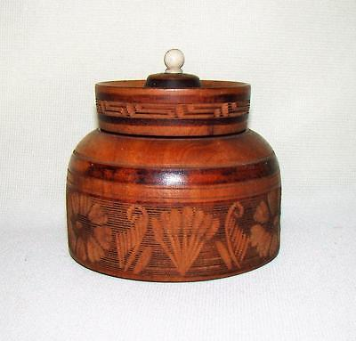 ANTIQUE HAND CARVED WOODEN WARE TREEN COVERED ROUND BOX  wLID PORCELAIN KNOB