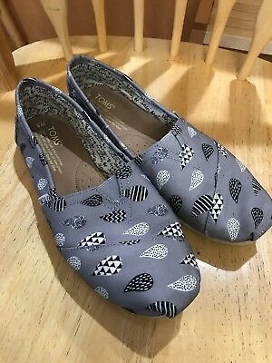 Toms Womens 8 Classic Flat Shoes  Grey Raindrops EUC Singing In The Rain