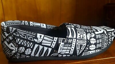 Womens Toms Shoes BlackWhite Tribal Print Size 8- NWT