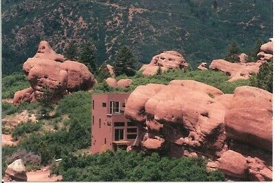 RedRock Cliffhouse in CO open plan 3 levels w 35ft rockwall indoors