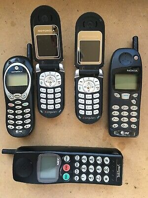 Vintage Cell Phone Lot  5 phones 15- charges