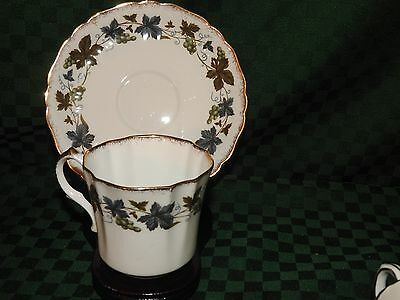 TEACUP - SAUCER  VINTAGE ROYAL WINDSOR ENGLAND GRAPEVINE