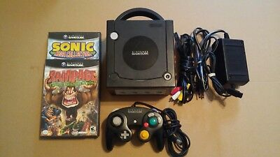 NINTENDO GAMECUBE SYSTEM WITH 2 GAMES