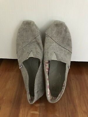 Toms Womens Gray Denim Flat Shoes Loafers Size 6