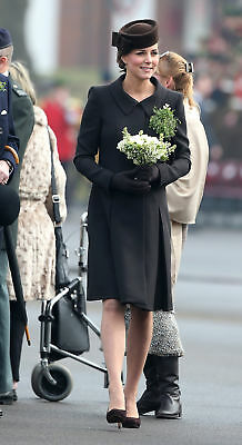 Kate Middleton With Flowers In hand 8x10 Photo Print