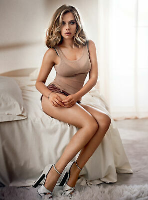 A Scarlett Johansson Sexy Sitting On The Bed 8x10 Picture Celebrity Print