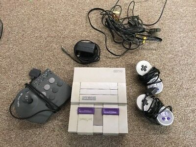 Super Nintendo SNES Console Bundle LOT 2 CONTROLLERS